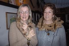 Zwei Frauen werden gefoltert