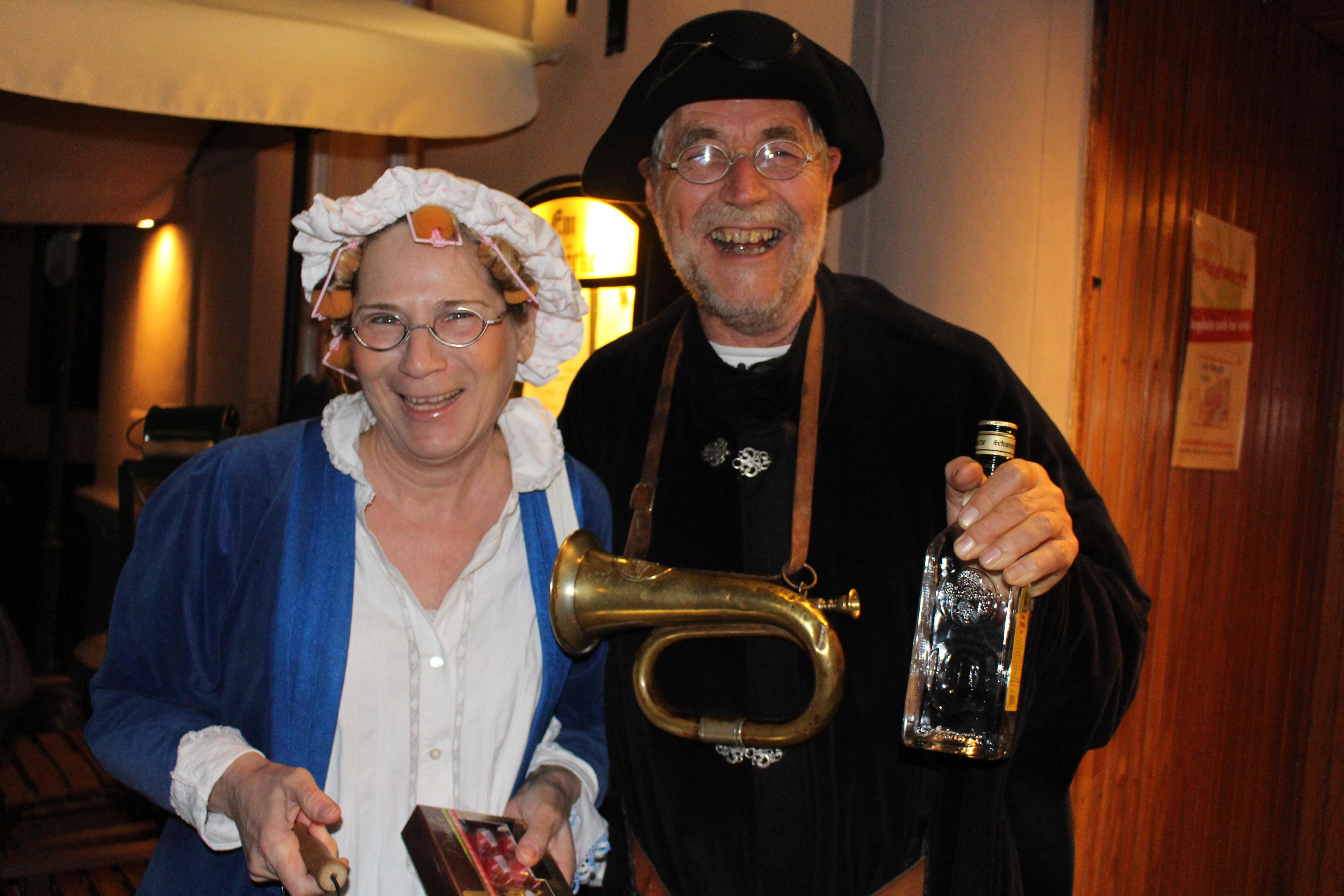 Monika Cleven (links) und Heinz-Peter Beurskens (rechts) mit ihren Brillen