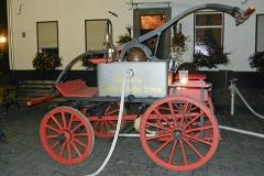 Ein antiker Feuerwehrwagen