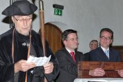 Der Nachtwächter verliest die Strafe für Kutschaty und Kathstede