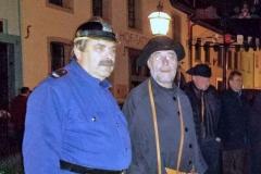 Nachtwächter und örtliche Sicherheitsbehörden im Einsatz